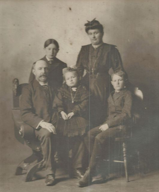 grell-family-ca-1901-small